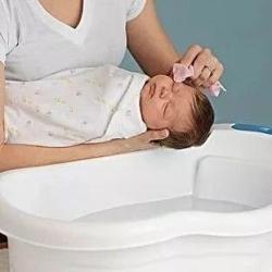 小萌希奥丨新生宝宝的洗澡方法与注意事项