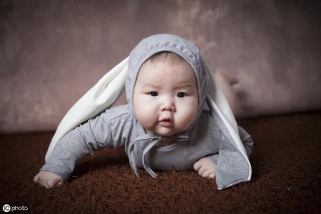 孩子百天应具备哪些能力?专家提醒五点,是否发育迟缓,一看便知