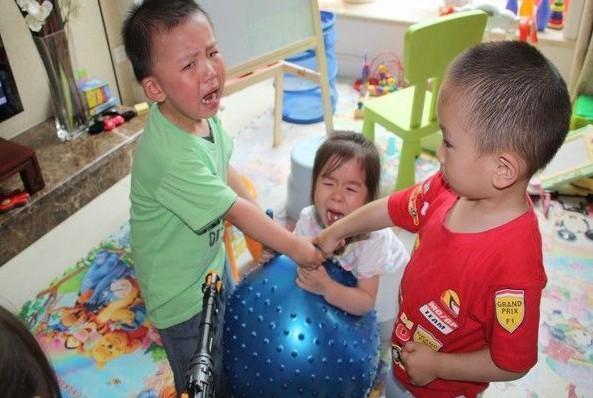 孩子被别人骂,是该回骂还是置之不理?很多妈妈不知道正确做法
