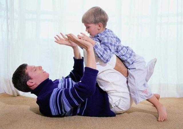 孩子被打后哭闹怎么办?掌握这3个技巧,让孩子成为社交高手